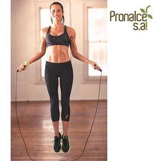 Saltar la cuerda mejora tu coordinación y condición física, produce endorfinas, te ayuda a perder grasa y a desarrollar músculo. Si no tienes mucho tiempo, ya no hay excusas. ¡Comienza ya! #TipsPronalce