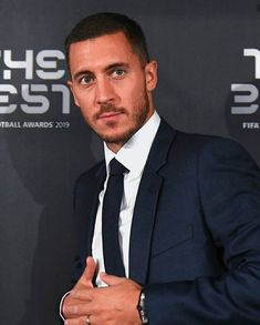 Eden Hazard, Old Trafford, European Football, Arsenal Fc, Mens Fashion Suits, College Basketball, Psg, Soccer Players, Manchester City