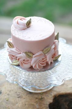 Pink cake with roses, gold leaves, white sprinkles Wedding Dessert Table Gorgeous Cakes, Pretty Cakes, Cute Cakes, Amazing Cakes, Fancy Cakes, Mini Cakes, Cupcake Cakes, Mini Birthday Cakes, Birthday Cakes For Adults