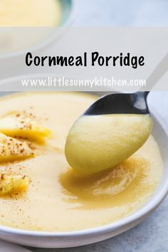 Recipes Breakfast Indian This traditional Jamaican cornmeal porridge makes a healthy hearty breakfast. It's so creamy, warming, tasty and filling. Healthy Hearty Breakfast, Jamaican Breakfast, Healthy Snacks, Healthy Recipes, Jamaican Cornmeal Porridge Recipe, Cornmeal Recipes, Jamaican Dishes, Jamaican Recipes, Carribean Food