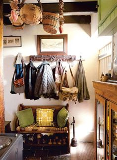 A traditional Welsh cottage Period Living English Cottage Interiors, English Interior, English Country Cottages, English Cottage Kitchens, Welsh Cottage, Cozy Cottage, Cottage Style, Halls, Period Living