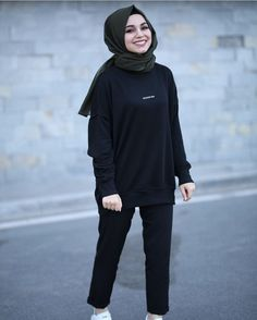 Modern Hijab Fashion, Muslim Fashion, Modest Fashion, Fashion Outfits, Hijab Style Dress, Casual Hijab Outfit, Hijab Chic, Velvet Dress Designs, Cute Boy Outfits