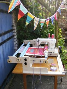 machinequilter - 4 foot Art Quilter - side view and the JUKI - a quilting system made in the UK - ships everywhere/процесс / Quilting Frames, Quilting Tools, Longarm Quilting, Free Motion Quilting, Quilting Tutorials, Hand Quilting, Quilting Projects, Quilting Designs, Sewing Projects