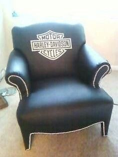 A nice comfy Harley Davidson leather chair Harley Gear, Harley Bikes, Harley Davidson Motorcycles, Davidson Homes, Car Furniture, Barrel Furniture, Woman Cave, Girl Cave, Biker Chick