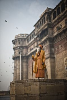 Hindu Saint Looking Up At The Sky : HumanPorn Indian Photography, Street Photography, Dark Photography, Travel Photography, Sadhus India, India Street, Amazing India, India Culture, India People