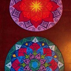Mandalas explodindo todo o potencial feminino dessa Artesã.. Foco na feminilidade Sagrada e na expansão criativa do Ser.  Mandalas de cura e devoção. A de cima, Mandala de reconexão com o Sagrado Feminino.  A de baixo, Mandala para Mamãe Iemanjá, a Rainha do Mar.