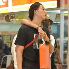 """170715 Jakarta airport back to Korea  Cr. yon_cn4 #cnblue #씨엔블루 #JungYonghwa #郑容和 #ジョンヨンファ #yonghwa…"""