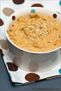 Easy Homemade Hummus - recipes for regular, garlic, roasted red pepper and other flavors