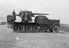 8.8 cm Flak 18 (Sfl.) auf Zugkraftwagen 18t (Sd.Kfz. 9) – variant with 88mm Flak gun for anti-tank duties.