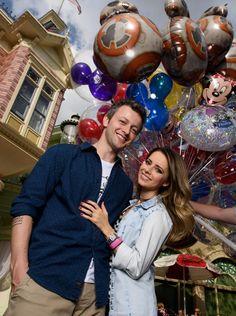 Sandy e o marido Lucas Lima, em viagem na Disney, durante as gravações do programa Estrelas. #sandyleah