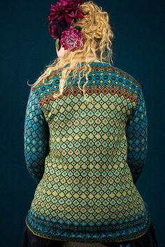 Ravelry: Frida's long colorful jacket pattern by Karihdesign Kari Hestnes Fair Isle Knitting Patterns, Knitting Stitches, Knit Patterns, Free Knitting, Sock Knitting, Knitting Machine, Stitch Patterns, Jacket Pattern, Vintage Knitting