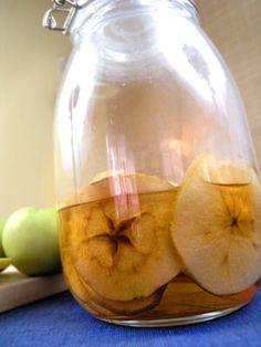 Calvados domowy, czyli prawdziwa polska złota jesień.  Cudny aromat jabłek zaklęty w mocnym alkoholu.