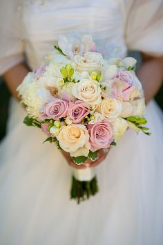 Real Granite Links Country Club, Massachusetts Wedding: Eda & Simon. Light pops of pinks and whites with green - beautiful!