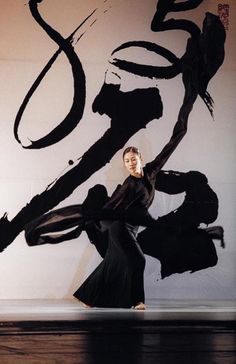 Lin Hwai-min brings Italics Ballet to Moscow -International Exhibition of Calligraphy Action Painting, Japanese Calligraphy, Calligraphy Art, Chinese Painting, Chinese Art, Tanz Poster, Grafik Art, Art Zen, Art Chinois