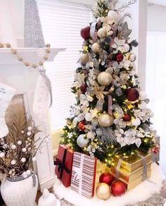 Rose Gold Christmas Decorations, Elegant Christmas Trees, Silver Christmas Tree, Christmas Tree Themes, Best Christmas Tree, Flocked Christmas Trees Decorated, Traditional Christmas Tree, Ribbon On Christmas Tree, Christmas Colors