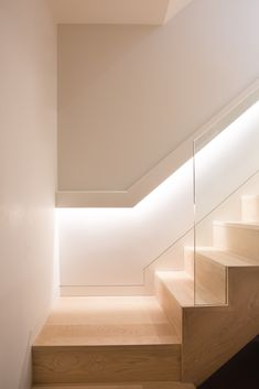 38 New ideas for commercial stairs lighting Led Stair Lights, Stairway Lighting, Home Lighting Design, Interior Lighting, Commercial Stairs, Commercial Lighting, Blitz Design, Hidden Lighting, Stair Well