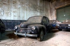 Old cars in a abandoned factory in Belgium urbex decay