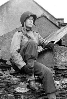 War correspondent Helen Kirkpatrick photographed in combat gear, February 1944
