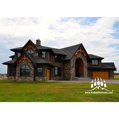Luxury home in #Calgary AB with our Cut Fieldstone (Color : Quarry) www.KodiakMountain.com #kodiakmountainstone #customhomes #sharecalgary #yycliving #digmaa #luxuryhomes #homebuilder #fieldstone