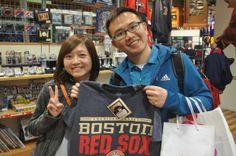 【大阪店】 2014年5月8日 台湾から観光でお越しのお客様です! カップルで楽しそうにお買い物されてました!またお越しください^^#mlb