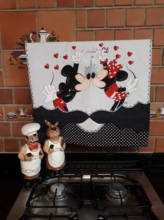 Pano de fogão Disney Kitchen, Crazy Colour, Applique Patterns, Border Design, Disney Dream, Disney Drawings, Disney Mickey Mouse, Fabric Painting, Diy Crafts