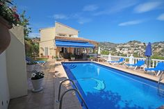 Detached villa for sale in Benissa Costa, Buenavista. This luxurious modern villa is situated in a tranquil, elevated location with fabulous valley and mountain views.