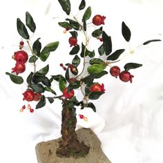 An olive tree, suitable for home or firm decoration, of whistles bronze handmade leaves and ceramic olives, on marble base. It can be also on iron base and inox or bronze olive leaves. Wire Trees, Wooden Frames, Grid, Copper, Bronze, Flowers, Crafts, Handmade, Design