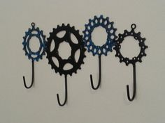 Mountain Biking Discover Bike gear hooks great for any cycling enthusiast these slick little hooks will hold keys dish towels shop tools etc.made from recycled bicycle gears in my Bicycle Parts Art, Recycled Bike Parts, Bicycle Art, Bicycle Clock, Bicycle Design, Bicycle Crafts, Bike Craft, Bicycle Decor, Scrap Metal Art