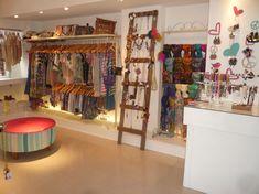 Shibinda tienda de diseño  Larrañaga 91, Nueva Córdoba Clothing Boutique Interior, Boutique Decor, Boutique Design, Fashion Boutique, Shop Interior Design, Store Design, Boutiques, Boutique Accessoires, Store Layout