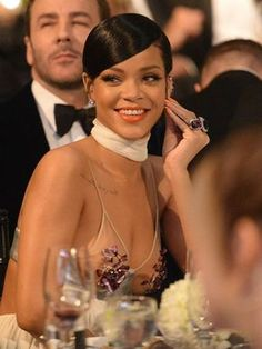 We are devoted to bring you updates, gifs, edits, videos and plenty more on Rihanna Fenty. Style Rihanna, Rihanna Looks, Rihanna Outfits, Fenty Rihanna, Mode Rihanna, Rihanna Baby, Rihanna Video, Rihanna Hairstyles, Black Girls Hairstyles