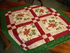 Bright Red Poinsettia Table Runner and Table Topper for Christmas Christmas Quilting Projects, Christmas Patchwork, Christmas Quilt Patterns, Christmas Placemats, Christmas Runner, Christmas Sewing, Christmas Tables, Christmas Christmas, Christmas Crafts