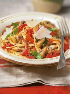 Recette de spaghettinis aux tomates confites: recette de pâtes alimentaires de Ricardo. Repas rapide à préparer. Ingrédients: piments, spaghettini, tomates...