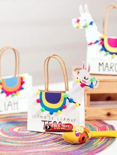Diy Llama Party Favor Bags With Template Party Ideas In 2019 Einladungskarten Kindergeburtstag Alpaka Diy Birthday Party Favors, Party Favor Bags, Birthday Parties, Fiesta Party Favors, Kids Party Bags, Kids Birthday Favors, Party Favors For Kids, Mexican Party Favors, Goody Bags