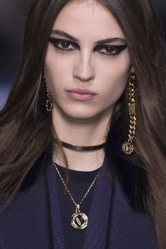 Versace Fall 2017 Fashion Show Details - The Impression