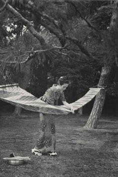 Calendar Days of Asa Hamaya, circa - Hiroshi Hamaya Geisha, Vintage Photographs, Vintage Photos, Japanese Photography, Turning Japanese, Photography Awards, Magnum Photos, Photo Black, Japanese Artists