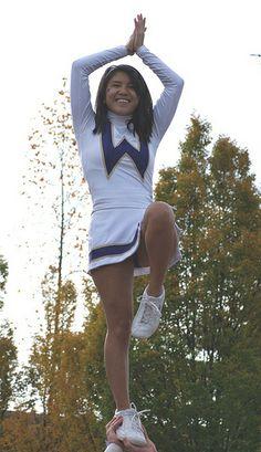 uw cheerleader stunt