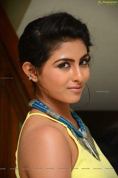 http://www.ragalahari.com/actress/78726/kruthika-jayakumar-pics/image4.aspx