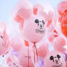 Nobody can be uncheered with a balloon #disneyland #disneyland61 #disneyballoons