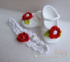 Best 12 Ella's Place: Pantofiori Croşetaţi şi bentiţă asortat Crochet Baby Boots, Crochet Baby Sandals, Booties Crochet, Crochet Baby Clothes, Crochet Shoes, Crochet Slippers, Baby Shoes Pattern, Baby Dress Patterns, Baby Knitting Patterns