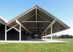 This may look like a pair of barns in a field, but its actually the home that Swiss architecture studio Herzog & de Meuron completed for the Parrish Art Museum on Long Island Architecture Details, Landscape Architecture, Landscape Design, Roof Structure, Building Structure, Jacques Herzog, Perez Art Museum, Museum Plan, Timber Ceiling