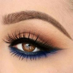 via Winged eyeliner is a timeless makeup staple. If you're interested in makeup application, you should learn how to wing your eyeliner to create the perfect dramatic look that's still casual… Sexy Eye Makeup, Makeup For Brown Eyes, Gorgeous Makeup, Pretty Makeup, Love Makeup, Skin Makeup, Makeup Inspo, Makeup Inspiration, Beauty Makeup
