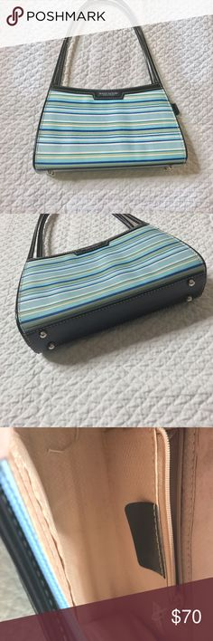 KATE SPADE SMALL PURSE 👛 BAG WITH STRIPES Super cute Kate spade Purse in great condition. No stains, no holes. Inside zipper pocket, inside slide pocket, double handles. Measurements are : 13(L) x9(h) x4(w). Open to reasonable offers always‼️ kate spade Bags Mini Bags