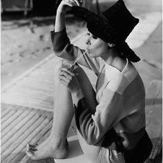 Audrey Hepburn by Henry Clarke for Vogue back in 1961 Divas, Vogue Uk, Vogue Photo, Moda Vintage, Vintage Vogue, Vintage Black, Vintage Glamour, Hippie Style, Cali Style