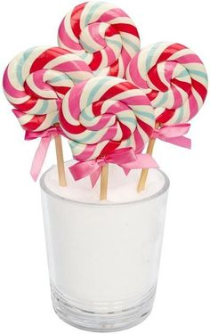they look sooo yummy Old Candy, Candy Art, Sweets Images, Bubble Gum Flavor, Swirl Lollipops, Colorful Cakes, Birthday Treats, Candy Shop, Sugar Art