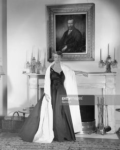 Portrait of American First Lady (and future US Delegate to the United Nations) Eleanor Roosevelt - as she stands at a fireplace in the White House, Washington, D. Eleanor Roosevelt, Roosevelt Family, Theodore Roosevelt, Presidents Wives, American Presidents, American History, American Soldiers, British History, First Lady Portraits