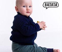 tolle Batata-Strickjacke aus Biobaumwolle mit Reißverschluß. Die Jacke gibt es in dunkelblau und rot von 74/80 bis 146/152. Gestrickt und zusammen genäht wurde sie in Thüringen. Bezug hier: http://www.batata.de/Babykleidung--Kinderkleidung--Erstausstattung--Shirts--Oberteile--Pullover--Hosen--Kleider/Jacken-160/ #Batata