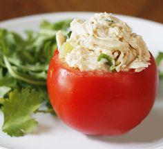 Pomodoro ripieno con insalata di pollo