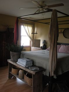 Country home Bedroom - 9 Top And Unique Primitive Bedroom Decorating Ideas. Primitive Bedroom, Primitive Homes, Primitive Kitchen, Primitive Furniture, Primitive Country, Primitive Antiques, Wood Furniture, Pretty Bedroom, Cozy Bedroom
