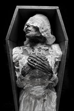 omniaobscura:  Joshua Hoffine's 'corpse bride'