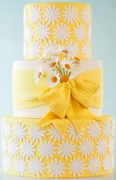 Sunshiney yellow daisy cake